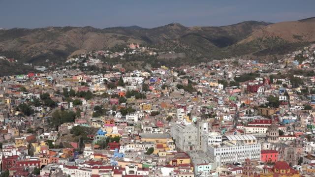 mexico guanajuato city with buildings in sun - hügelkette stock-videos und b-roll-filmmaterial