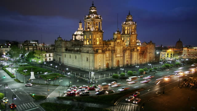 T/L, HA, MS, Mexico, Mexico City, Plaza de la Constitución, Traffic in front of Catedral Metropolitana at dusk