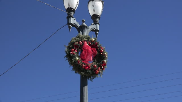 Mexico San Julian zooms on Christmas wreath