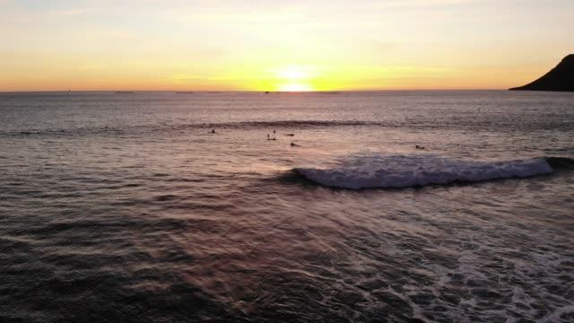 mexico surf - scogliera video stock e b–roll