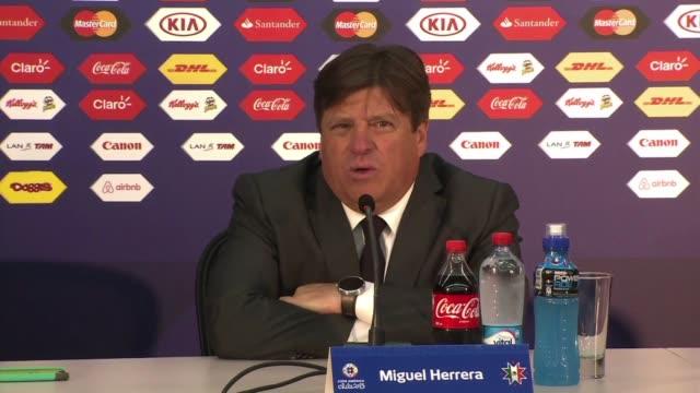 mexico y bolivia empataron a cero este viernes en su debut en el grupo a de la copa america de chile 2015 - bol stock videos & royalty-free footage