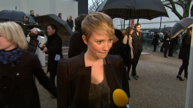 vidéos et rushes de mia wasikowska on her outfit and and looks forward to see the show in 3d at the burberry prorsum london fashion week a/w 2010 red carper arrivals at... - burberry