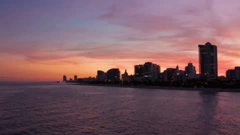 vidéos et rushes de miami beach at sunset, drone view - miami