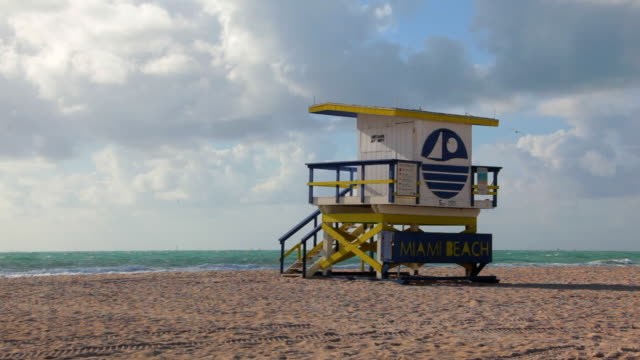 マイアミビーチのライフガードハウス - アールデコ地区点の映像素材/bロール