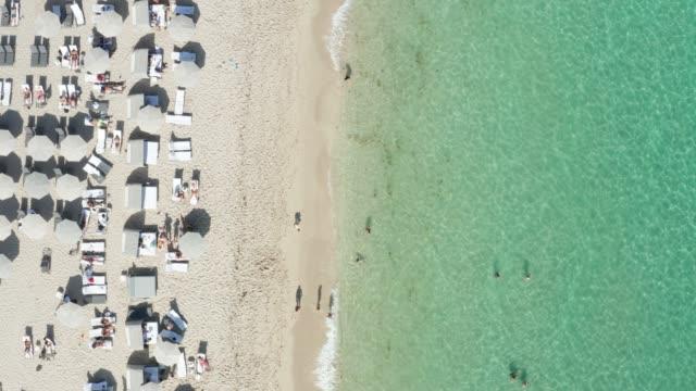 miami beach overhead drone view - マイアミビーチ点の映像素材/bロール