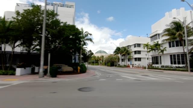 vídeos de stock e filmes b-roll de miami beach xiii synced series left view driving process plate - vista lateral