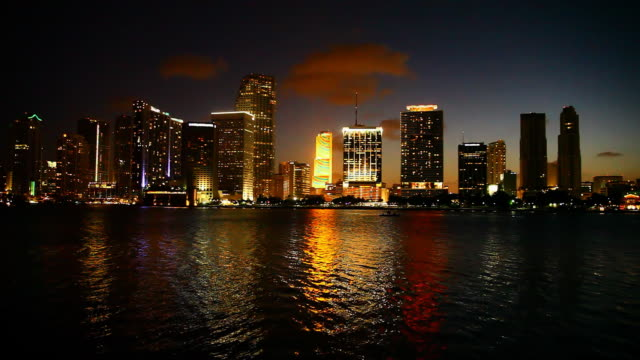 stockvideo's en b-roll-footage met miami city of light - macarthur causeway bridge