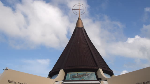 miami, florida: our lady of charity sanctuary, chapel or shrine. time lapse image. the catholic landmark in a vital religious place in the cuban culture - キリスト教点の映像素材/bロール