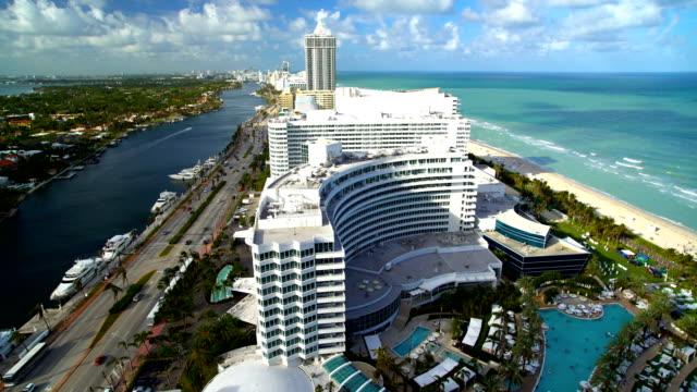 miami fontainebleau luxury hotel mid beach florida usa - ocean avenue stock videos & royalty-free footage