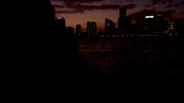 miami skyline at sunset - baia di biscayne video stock e b–roll