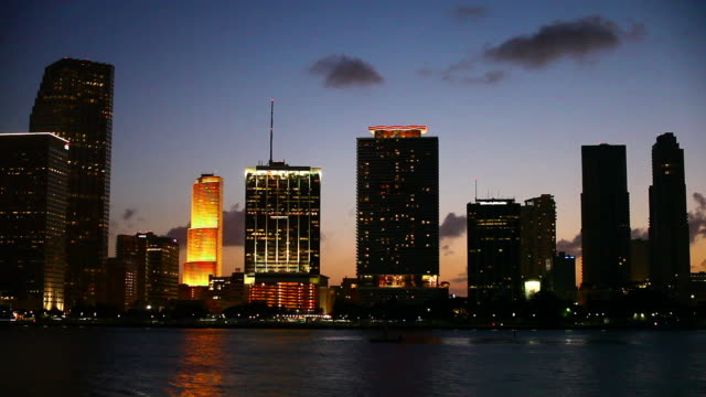 stockvideo's en b-roll-footage met miami sunset - macarthur causeway bridge