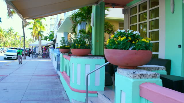 Miami, United States: Sightseeing the beautiful Art Deco architecture of the Ocean Drive