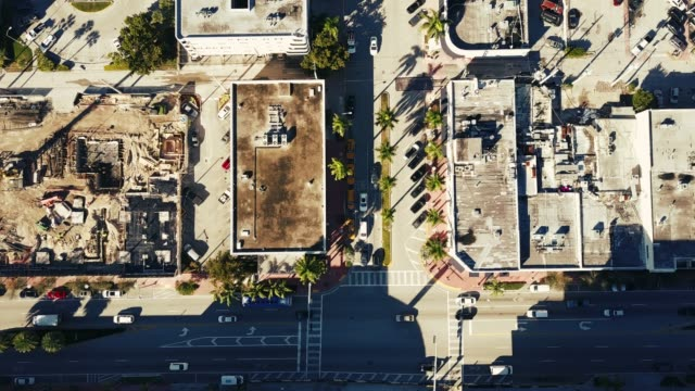 マイアミ、アメリカ合衆国 - ドローンから建設現場 - アールデコ点の映像素材/bロール