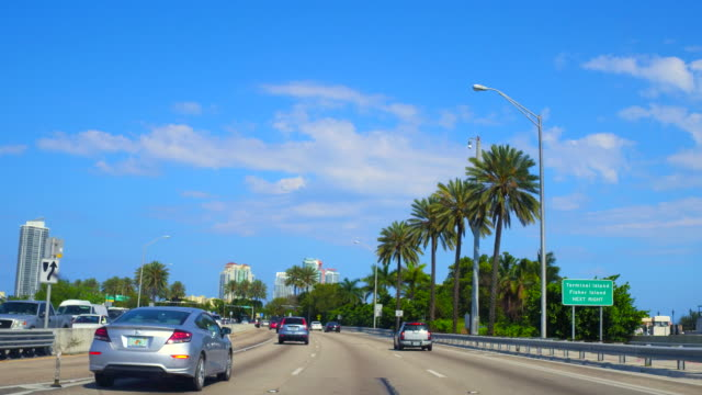 miami, usa: driving on a city highway, point of view from inside a taxi - フロリダ州点の映像素材/bロール