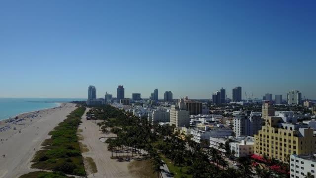 マイアミ、アメリカ合衆国 - サウス ・ ビーチ、素晴らしいアールデコ建築の高層ビル - オーシャンドライブ点の映像素材/bロール