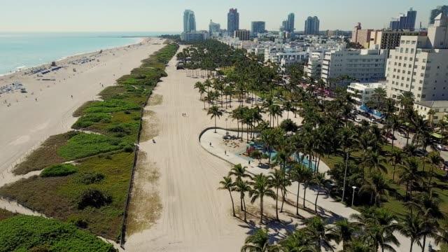 stockvideo's en b-roll-footage met miami, verenigde staten-wolkenkrabbers, south beach en amazing art deco architectuur - gulf coast states