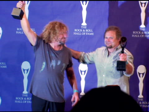 vídeos de stock, filmes e b-roll de michael anthony and sammy hagar of van halen inductees at the rock and roll hall of fame 2007 induction ceremony at the waldorf astoria hotel in new... - anthony michael hall