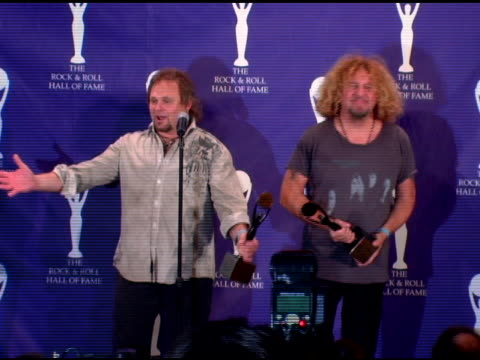 vídeos de stock, filmes e b-roll de michael anthony and sammy hagar of van halen inductees on whether they'll be calling the rest of van halen whether a tour is happening the possiblity... - anthony michael hall