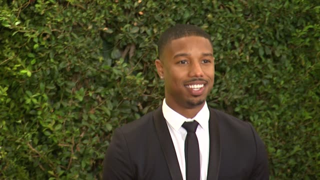 vidéos et rushes de michael b jordan at academy of motion picture arts and sciences' governors awards in hollywood ca on - academy of motion picture arts and sciences