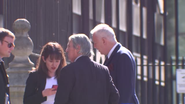 vídeos de stock, filmes e b-roll de london royal courts of justice ext michael barrymore smoking outside court michael barrymore talking to reporter as along sot michael barrymore from... - michael barrymore