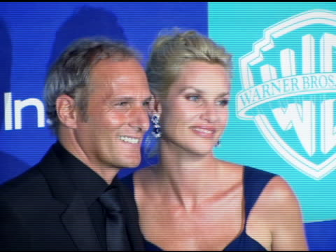 michael bolton and nicollette sheridan at the instyle/warner brothers golden globes party at the beverly hilton in beverly hills, california on... - ニコレット シェリダン点の映像素材/bロール