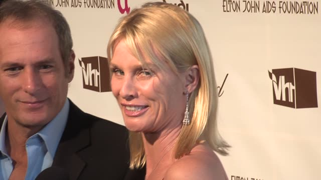 vídeos de stock e filmes b-roll de michael bolton and nicollette sheridan interviewed by the press at the 14th annual elton john aids foundation oscar party cohosted by audi chopard... - nicollette sheridan