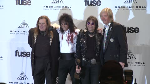 stockvideo's en b-roll-footage met michael bruce, alice cooper, dennis dunaway, neal smith and michael bruce at the 26th annual rock and roll hall of fame induction ceremony - press... - alice cooper