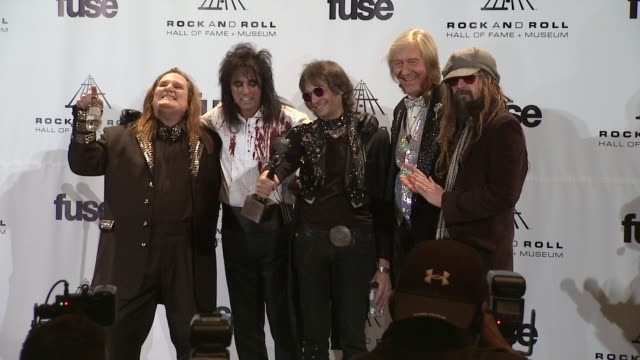 stockvideo's en b-roll-footage met michael bruce, neal smith, alice cooper, rob zombie and dennis dunaway at the 26th annual rock and roll hall of fame induction ceremony - press room... - alice cooper