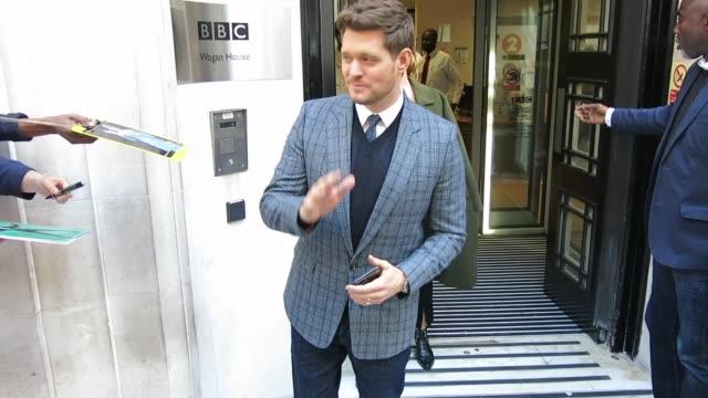 vídeos y material grabado en eventos de stock de michael buble at bbc radio 2 at celebrity sightings in london on september 28, 2018 in london, england. - bbc radio