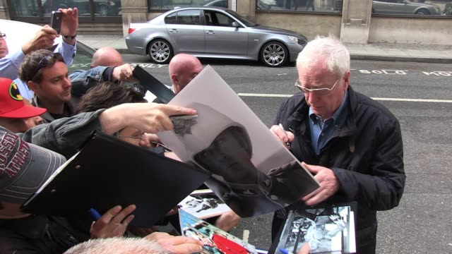 michael caine arrives at bbc radio two to appear on chris evans' morning show. sighted: michael caine on june 10, 2011 in london, england - 俳優 マイケル・ケイン点の映像素材/bロール