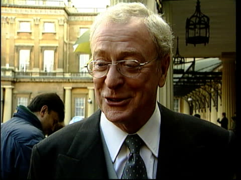 michael caine knighted; sir michael caine interview sot - talks of his conversation with the queen - 俳優 マイケル・ケイン点の映像素材/bロール