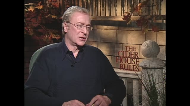 michael caine on being relaxed in front of the camera - 俳優 マイケル・ケイン点の映像素材/bロール