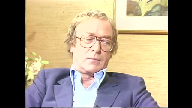 vídeos de stock e filmes b-roll de michael caine on the type of acting roles he takes - michael caine ator