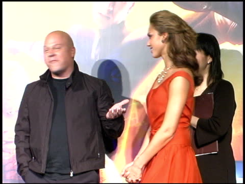 michael chiklis and jessica alba at the 'fantastic four' tokyo premiere at virgin cinemas in rippongi on september 6, 2005. - 作品名 ファンタスティック・フォー点の映像素材/bロール