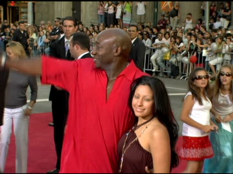 michael clarke duncan and irene marquez at the fan screening of 'war of the worlds' at grauman's chinese theatre in hollywood, california on june 27,... - michael clarke duncan stock videos & royalty-free footage