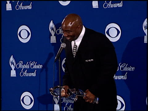 michael clarke duncan at the 2001 people's choice awards press room at the pasadena civic auditorium in pasadena, california on january 7, 2001. - michael clarke duncan stock videos & royalty-free footage