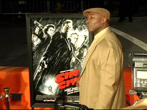 michael clarke duncan at the 'sin city' los angeles premiere at the mann national theatre in westwood, california on march 28, 2005. - michael clarke duncan stock videos & royalty-free footage