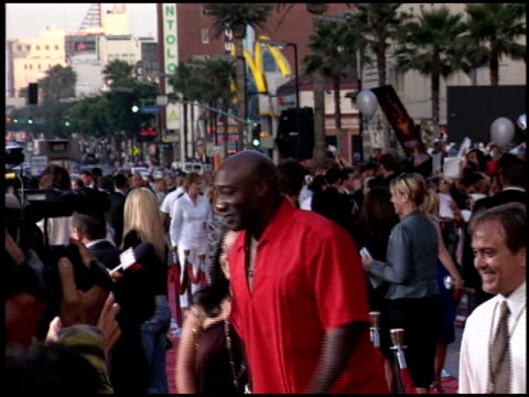 michael clarke duncan at the 'war of the worlds' screening at grauman's chinese theatre in hollywood, california on june 27, 2005. - michael clarke duncan stock videos & royalty-free footage