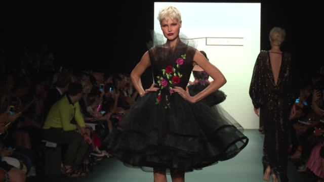 stockvideo's en b-roll-footage met clean michael costello september 2016 new york fashion week at the dock skylight at moynihan station on september 08 2016 in new york city - moynihan station