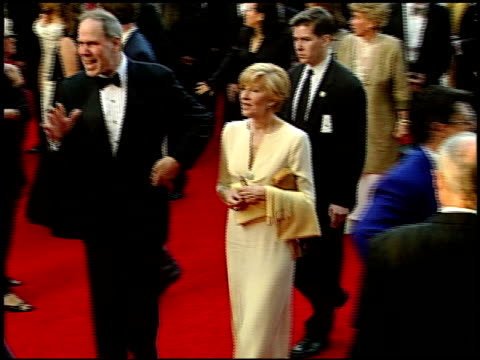 vídeos de stock, filmes e b-roll de michael d eisner at the 1999 academy awards at the shrine auditorium in los angeles, california on march 21, 1999. - shrine auditorium