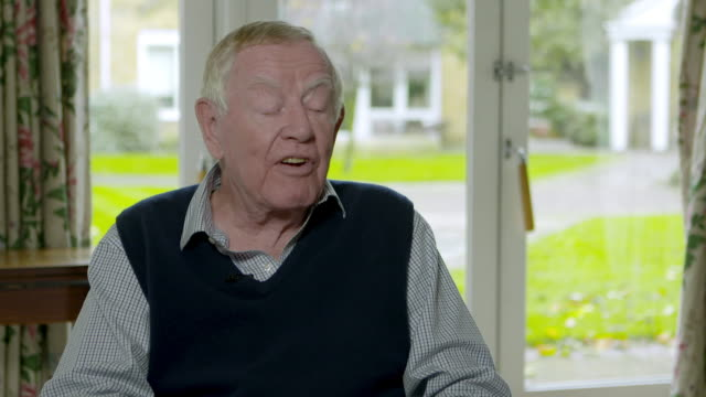 michael deeley on film critics not always getting it right, the reviews on 'blade runner 2049' at michael deeley interview on october 23, 2017 in... - kritiker stock-videos und b-roll-filmmaterial