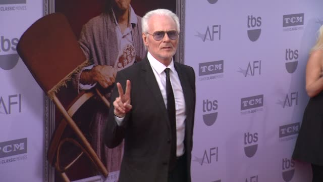 vídeos de stock, filmes e b-roll de michael des barres at the american film institute's 43rd life achievement award gala tribute to steve martin at dolby theatre on june 04 2015 in... - american film institute