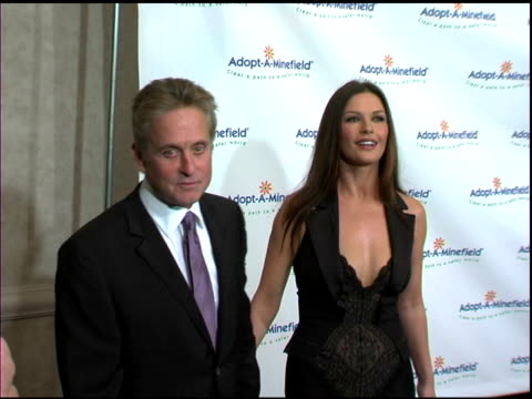 michael douglas and catherine zeta jones at the 3rd annual adoptaminefield benefit gala at the beverly hilton in beverly hills california on... - 2003 stock-videos und b-roll-filmmaterial