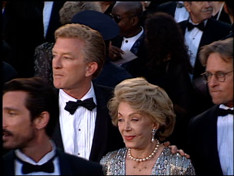 michael douglas at the 1996 academy awards arrivals at the shrine auditorium in los angeles, california on march 25, 1996. - 第68回アカデミー賞点の映像素材/bロール