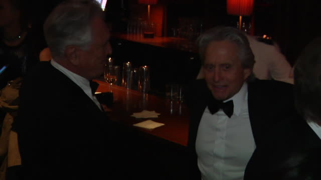 vídeos y material grabado en eventos de stock de michael douglas at the 2012 vanity fair oscar party hosted by graydon carter inside party at west hollywood ca - vanity fair oscar party
