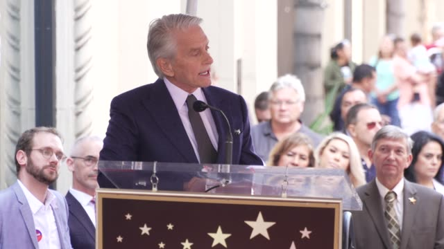 stockvideo's en b-roll-footage met speech michael douglas on his career family at michael douglas honored with a star on the hollywood walk of fame on november 06 2018 in hollywood... - hollywood walk of fame