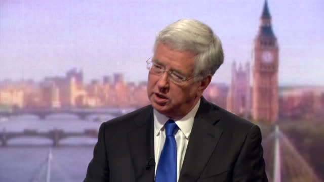 michael fallon talking about the need for efficiency in funding the armed forces - segretario della difesa video stock e b–roll
