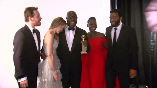 michael fassbender, sarah paulson, steve mcqueen, lupita nyong'o and chiwetel ejiofor at 71st annual golden globe awards - backstage at the beverly... - steve o stock videos & royalty-free footage