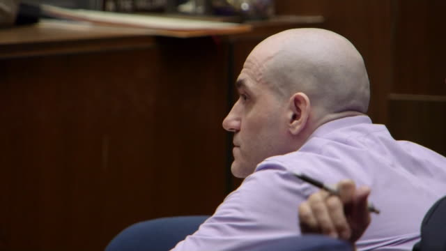vídeos de stock e filmes b-roll de michael gargiulo the òhollywood ripperó appears in court during his trial verdict in los angeles california - crime or recreational drug or prison or legal trial