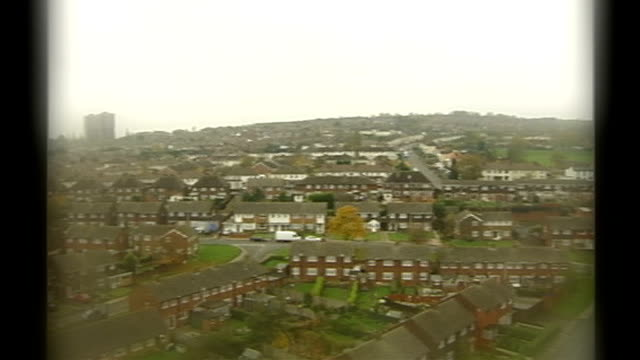 vídeos de stock e filmes b-roll de michael gove announcement mistake over schools rebuilding project england west midlands sandwell residential housing seen from above - west midlands